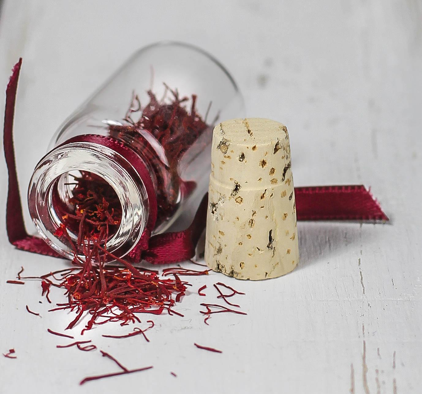 Knochig mit Spinat und Safran