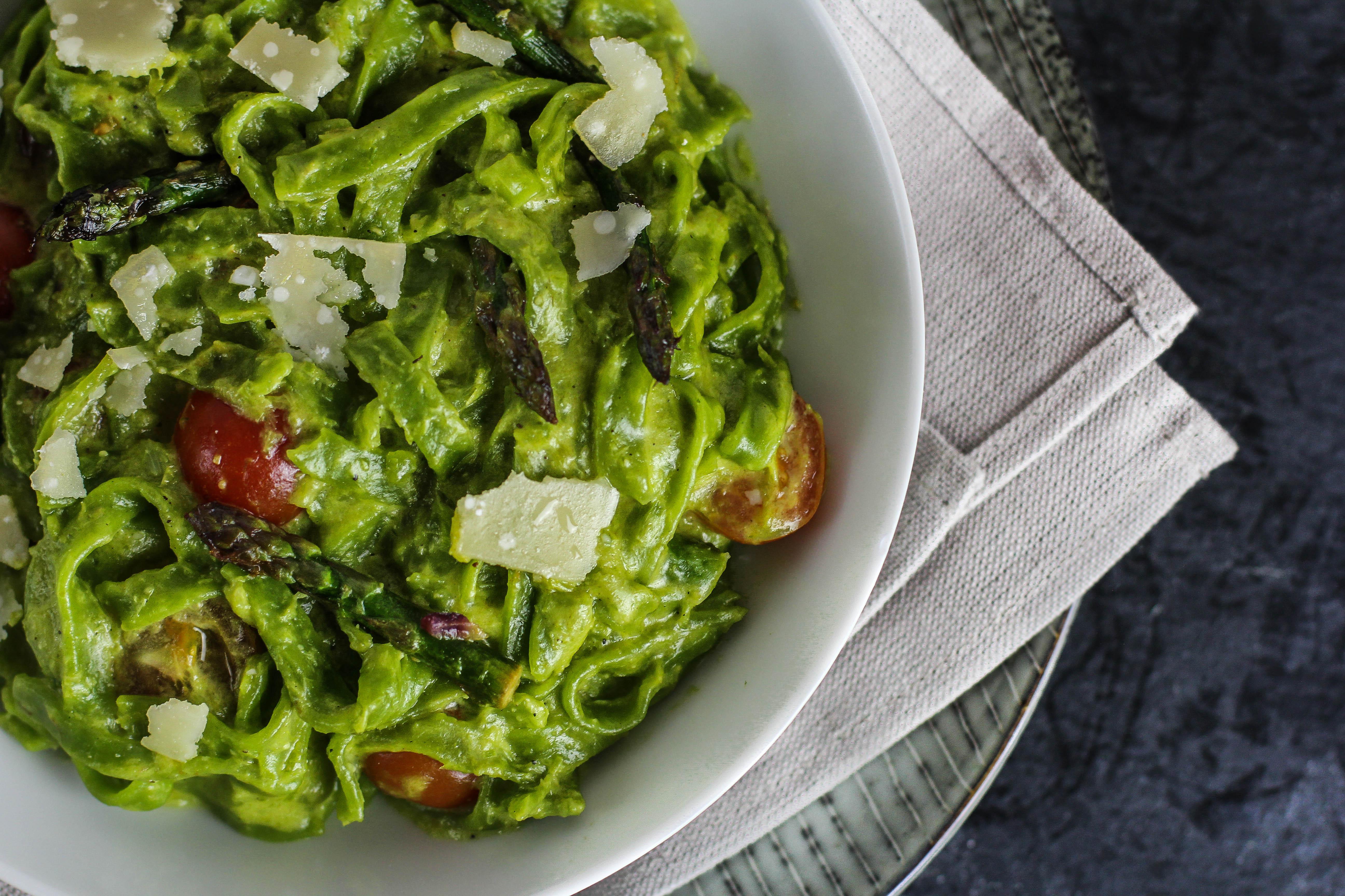 Bärlauch-Tagliatelle mit Spargel-Pesto
